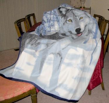 wolf design fleece blanket